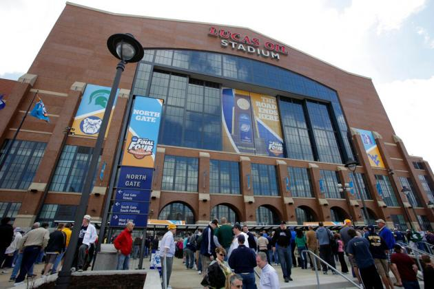 Fans arrive at Lucas Oil Stadium before a men's NCAA Final Four semifinal college basketball game between Butler and Michigan State Saturday, April 3, 2010, in Indianapolis. (AP Photo/Amy Sancetta)
